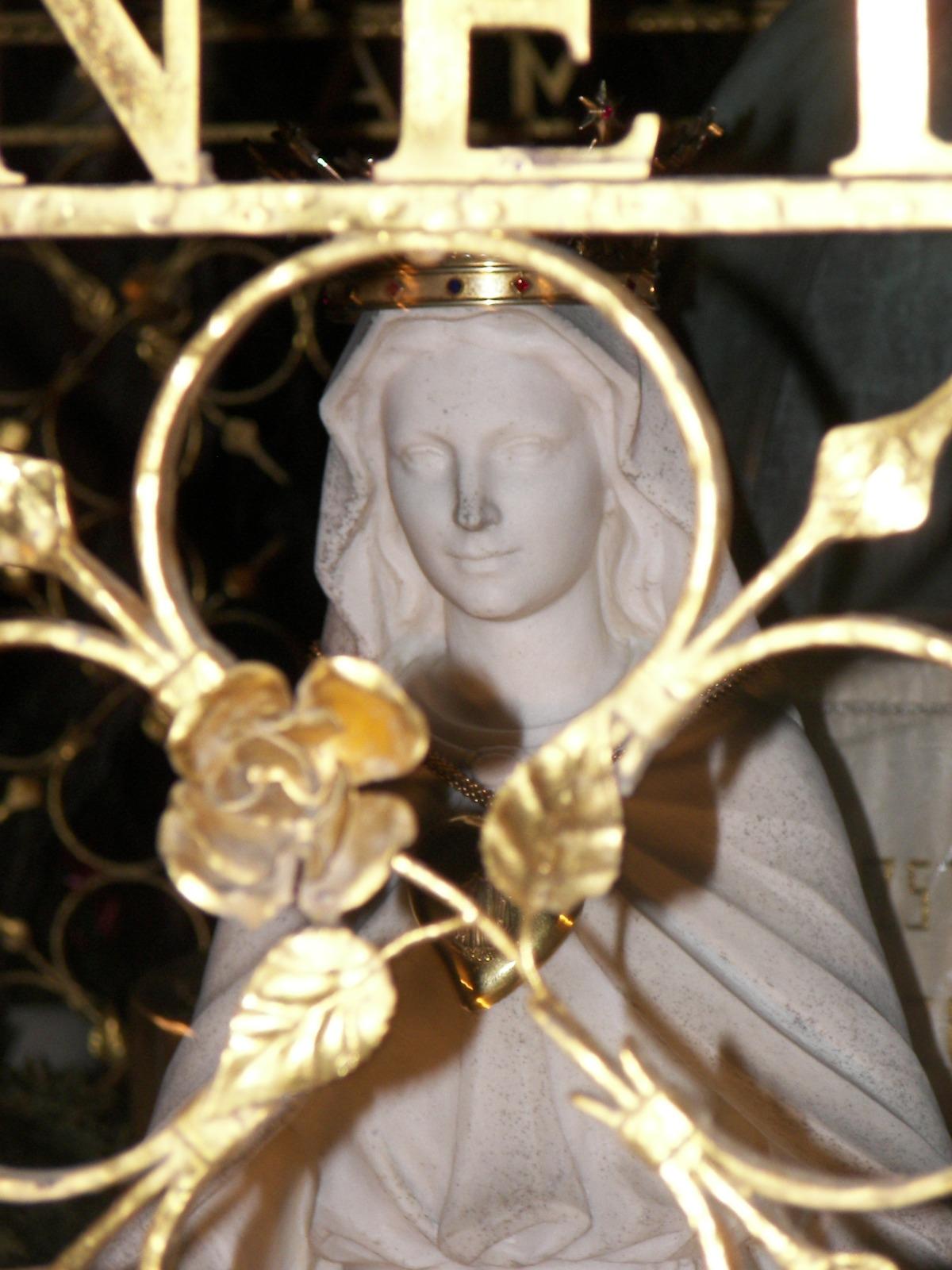 Nostra Signora Miracolosa delle Rose